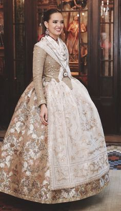 Historical Costume, Historical Clothing, Costumes Around The World, 18th Century Fashion, Medieval Fashion, Fantasy Dress, Traditional Fashion, Blouse Styles, Fashion History