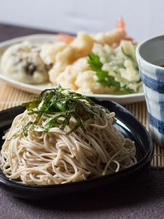 Tensoba (Tempura Soba) is a tasty Japanese noodle dish made from soba noodles and tempura that can be both hot and cold, so it's perfect for any season!
