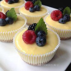 Mini cheesecakes s citronovým krémem Cheesecake Recipes, Dessert Recipes, Super Cook, Sweet Bar, Small Desserts, Mini Cheesecakes, Mini Muffins, Recipes From Heaven, Savoury Cake