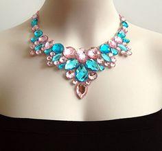 pink and aquamarine rhinestone bib tulle necklace por BienBijou