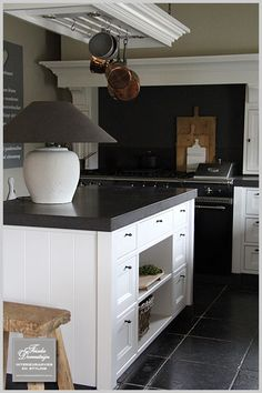 black and white contemporary country kitchen - Frieda Dorresteijn Interieuradvies en styling - Home is where the heart is Stone Kitchen, Kitchen Dining, Kitchen Decor, Dining Table, My Kitchen Rules, Country Kitchen, Shaker Kitchen, Kitchen And Bath, Cabin Kitchens