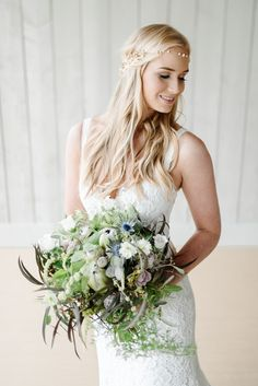 This paired back and modern wedding ideas editorial really took my breath away. With chic palette of grey and soft ultra violet. Winter Wedding Flowers, Rustic Wedding Flowers, White Wedding Bouquets, Bride Bouquets, Bridesmaid Bouquet, Wedding Dresses, Bouquet Flowers, Bride Look, Boho Bride