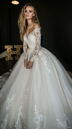 White wedding dress. Brides think of having the most suitable wedding day, but for this they need the ideal wedding outfit, with the bridesmaid's dresses actually complimenting the brides dress. These are a variety of tips on wedding dresses. #weddingdress