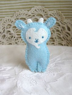 The cutest little felt goat EVER! I need to find this pattern.