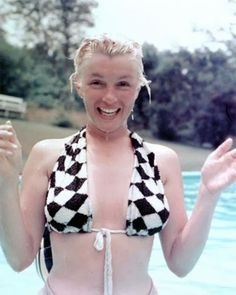 Funny pictures about Marilyn Monroe without makeup. Oh, and cool pics about Marilyn Monroe without makeup. Also, Marilyn Monroe without makeup photos. Marylin Monroe, Maquillage Marilyn Monroe, Fotos Marilyn Monroe, Marilyn Monroe No Makeup, Marilyn Monroe Swimsuit, Marilyn Monroe Artwork, Milton Greene, Divas, Stars D'hollywood