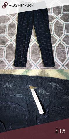 Free People print pants Size S Free People pant size S. Subtle sparkle print detail. Has pockets! Free People Pants Straight Leg