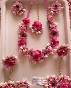 Think pretty pink floral jewellery to go for your mehendi outfit 💕 Indian Accessories, Wedding Accessories, Diy Accessories, Wedding Wear, Wedding Events, Weddings, Wedding Tips, Diy Wedding, Wedding Flowers
