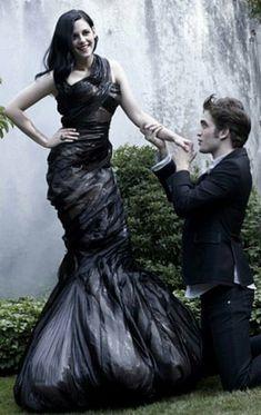 East or West girls are the Best. Twilight Jokes, Die Twilight Saga, Twilight Edward, Edward Bella, Twilight Pictures, Twilight Series, Twilight Movie, Edward Cullen, Kristen Stewart