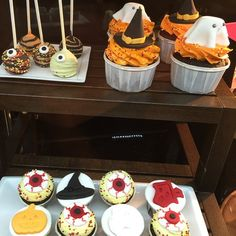 Halloween cupcakes and cakepops by Dessert Cup, Raffles City