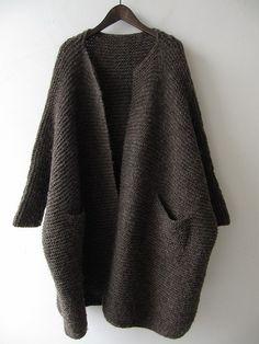 daniela gregis It looks good on the hanger. Wonder how it would look on. Moda Crochet, Knit Crochet, Mode Outfits, Fashion Outfits, Womens Fashion, Skandinavian Fashion, Moda Formal, Sweater Weather, Pulls