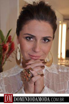"""Do cabelo ao esmalte, todas querem ser Helô: Giovanna Antonelli é a musa de """"Salve Jorge"""".    www.dominiodamoda.com.br"""