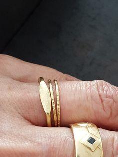 Die 35 Besten Bilder Von Jewellery Signet Ring Rings Und Stacked