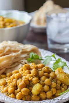 Cooking with Ria: Curried Channa and Aloo (Chickpeas with Potatoes). It is the best curry that I can remember tasting. Indian Food Recipes, Real Food Recipes, Vegetarian Recipes, Cooking Recipes, Healthy Recipes, Ethnic Recipes, Yummy Food, Diner Recipes, Cooking Rice