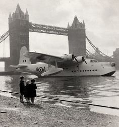 Short Sunderland Mk V of the Squadron RAF moored at Tower Bridge, London September 1956 (during the commemoration of the Battle of Britain) awesome! Amphibious Aircraft, Ww2 Aircraft, Military Aircraft, Airplane Flying, Flying Boat, Short Sunderland, Float Plane, Vintage Airplanes, Battle Of Britain