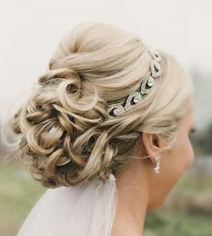 Beautiful-Wedding-Updo-With-Crystal-Headband-and-Veil