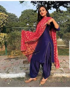 Beautiful Indian Women in Stunning Sarees Party Wear Indian Dresses, Indian Fashion Dresses, Punjabi Fashion, Dress Indian Style, Pakistani Dresses, Indian Outfits, Indian Wear, Party Dresses, Women's Fashion