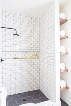 Gorgeous 100 Best Farmhouse Bathroom Tile Shower Decor Ideas And Remodel To Inspiring Your Bathroom https://roomadness.com/2018/05/01/100-best-farmhouse-bathroom-tile-shower-decor-ideas-and-remodel-to-inspiring-your-bathroom/