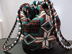 Crochet Handbags, Tapestry Crochet, Fashion Backpack, Backpacks, Messenger Bags, How To Wear, Cross Stitch, Patterns, Projects