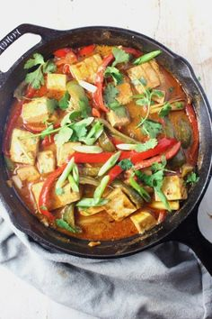 23 Quick Keto Dinners So You Can Make a Low-Carb Meal in 30 Minutes or Less Vegan Thai Curry, Thai Curry Recipes, Spicy Recipes, Low Carb Recipes, Cooking Recipes, Healthy Recipes, Healthy Fats, Tufo Recipes, Vegan Chili
