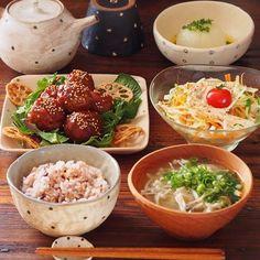2017.3.13 今日の晩ごはんは . ❁ カリっとふわっと肉団子の甘酢あん ( cookpad 2206668 ) ❁ 超ラクチン!新玉ねぎの丸ごとレンジ蒸し ( 2485917 ) ❁ びっくりドンキーの大根サラダ ( 2617216 ) ❁ たっぷりきのことふわふわ卵の白だしスープ ( 2792826 ) ❁ 雑穀ごはん . でした . . Asian Recipes, Real Food Recipes, Cooking Recipes, Asian Cooking, Easy Cooking, Veggie Rolls, A Food, Food And Drink, Japanese Dinner