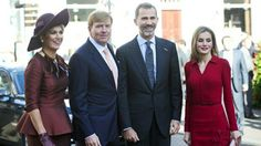 Queen Letizia and King Felipe arrive at Palace Noordeinde and get a warm welcome from Queen Maxima and King Willem Alexander   Een warm onthaal voor het spaanse koningspaar van Koning Willem Alexander en Koningin Maxima   #QueenLetizia #kingFelipeVI #españa #official #visted #QueenMaxima #kingWillemAlexander #dutchroyal #palaceNoordeinde #theHague