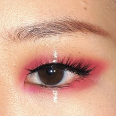 pink eye with silver detailing (halo, glitter tears but graphic) - blackpink kill this love inspired Pretty Makeup, Love Makeup, Makeup Inspo, Makeup Inspiration, Makeup Looks, Eye Makeup Cut Crease, Eye Makeup Art, Beauty Makeup, Eyeliner