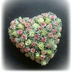 Bloemen hart van rozen en gipskruid