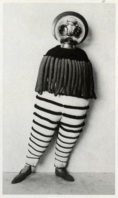 Triadic Ballet - Bauhaus.
