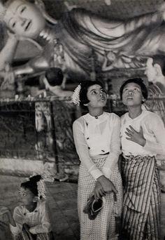 "© Henri Cartier-Bresson, 1948, Rangoon, Burma ""Beauty is meaningless until it is shared."" ― George Orwell, Burmese Days"