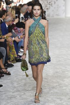 https://www.vogue.com/fashion-shows/spring-2018-ready-to-wear/etro/slideshow/collection