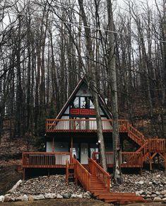 """좋아요 8,217개, 댓글 50개 - Instagram의 The Cabin Chronicles(@thecabinchronicles)님: """"Plenty of deck space is a must.  Photo: @stuffhannahdoes, in the woods of Michigan.…"""""""