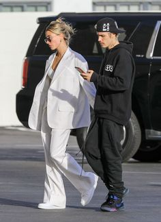 """Hailey Bieber and Justin Bieber Head to See """"The Rhythm"""" in Hollywood 2 Piece Outfits, Cool Outfits, Fashion Outfits, Celebrity Outfits, Celebrity Style, Justin Bieber Style, Hailey Baldwin Style, Justin Hailey, Fashion Couple"""