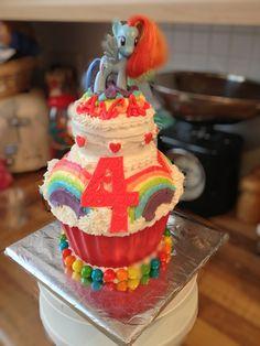My Little Pony - Rainbow Dash Cake - Rainbow theme birthday party