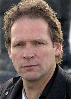 """Erik van Muiswinkel (*1961), Nederlands cabaretier, die in 2013/2014 met zijn nieuwe onemanshow """"Schettino"""" op de planken zal staan. www.erikendiederik.nl"""