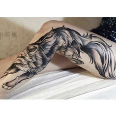 Wolf tattoos with color black Back Tattoo Women, Back Tattoos, Great Tattoos, Future Tattoos, Sexy Tattoos, Unique Tattoos, Beautiful Tattoos, Body Art Tattoos, Leg Tattoos For Women