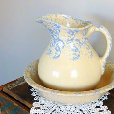 Love this...Vintage Roseville Pottery Bowl and Pitcher Spongeware