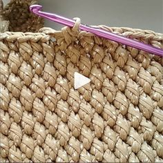 How to knit edge crochet video tutorial Crochet Diy, Tunisian Crochet, Love Crochet, Bead Crochet, Crochet Motif, Crochet Crafts, Crochet Birds, Crochet Food, Crochet Bear