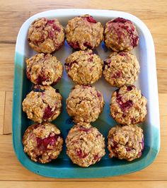 In college I used to treat myself to these mouthwatering raspberry oatmeal muffins that the coffee shop in the library sold. I usually try to avoid such coffee shop treats, knowing that they'…