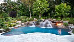 Garten anlegen Schwimmbecken Kamin Wald