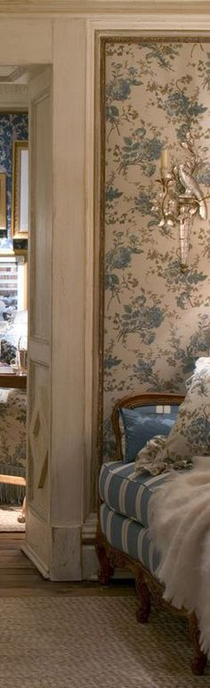 the papered panel is a great idea as opposed t. - Ralph Lauren Interior room sets…the papered panel is a great idea as opposed to papering the whol - English Style, French Country Style, Room Interior, Interior Design, Shabby, Paris Apartments, White Rooms, French Decor, White Houses