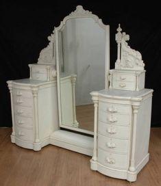Victorian Dressing table ~~~ love itt!