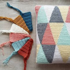 Triangle Pillow #7 – a free crochet pattern by   Solveig...