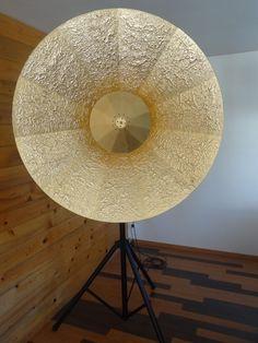 le lampadaire géant vu de face, référence LG 1510, extrait des luminaires CASAREVAsvp, design et création de Sébastien Pardo.