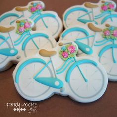It's a great day for a bike ride! ... #funkycookiestudio #jillfcs #sisterbay #doorcounty #dowhatyoulove #edibleart #cookieart #decoratedcookies  #bikecookies