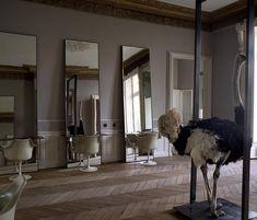 Le salon de coiffure á Paris.