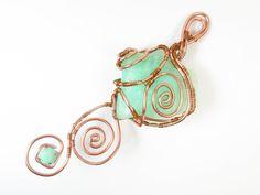 """CUORE IN CRISOPRASIO Da qualche mese ho iniziato a collaborare con Kultura, un negozio specializzato in minerali e creazioni in pietre dure, che si trova a Torino, in Via Barbaroux 24/B. Ecco le fasi di realizzazione di un lavoro che mi hanno commissionato. Pietra in crisoprasio di una splendida tonalità verde, tecnica """"wire"""", con spirali e intrecci di filo in alluminio. Guarda il video: https://youtu.be/Mn9eQMUJQE8"""