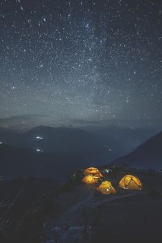 visualechoess: Nepal night star by: Alexander Forik