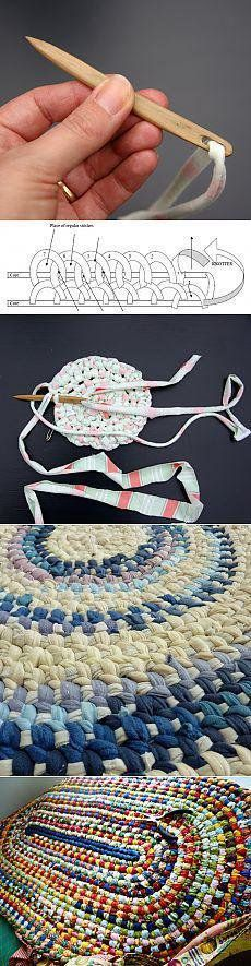 и анкарс Rag rug. Super easy and fast to make. Not crochet, but has the same effect. My rag rug lasted over 10 years! Super easy and fast to make. Not crochet, but has the same effect. My rag rug lasted over 10 years! Yarn Crafts, Fabric Crafts, Sewing Crafts, Diy Crafts, Decor Crafts, Crochet Projects, Sewing Projects, Knitting Projects, Sewing Hacks