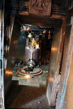 According to legend, there was a milkman who used to cross the Mahanadi every day, to worship Lord Shiva. He used to offer milk to the rock idol of Shiva, which consumed the milk every day. The presiding diety is Bimaleswar Siva.: An Inside View: Huma Temple - Leaning Temple of Huma - Sambalpur - Odisha