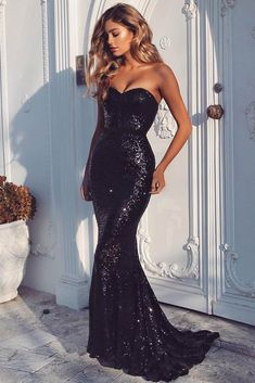 Black prom dresses are chic and timeless! Check out this list of black prom dresses to find your own classic prom look for this year's prom! Black Sequin Prom Dress, Black Prom Dresses, Mermaid Prom Dresses, Homecoming Dresses, Sexy Dresses, Beautiful Dresses, Formal Dresses, Black Sequins, Sequin Gown